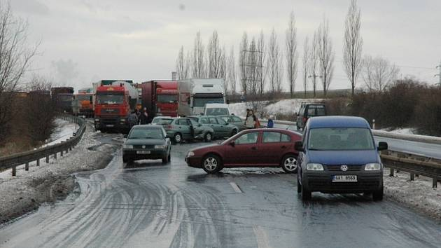 Hromadná nehoda na silnici Bílina - Teplice