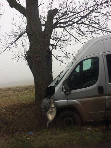 Nehoda dodávky vSoběchlebech, která se stala pozdě večer ve středu.