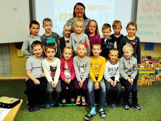Na fotografii jsou žáci ze ZŠ Kostomlaty, 1.třída paní učitelky Šárky Seifertové.