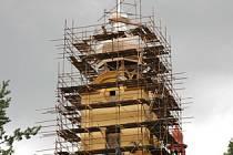 Oprava věže rtyňského kostela