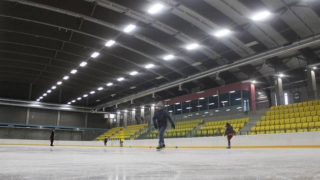 V Teplicích si ve středu 20. února mohla veřejnost poprvé zabruslit na novém Zimáku.