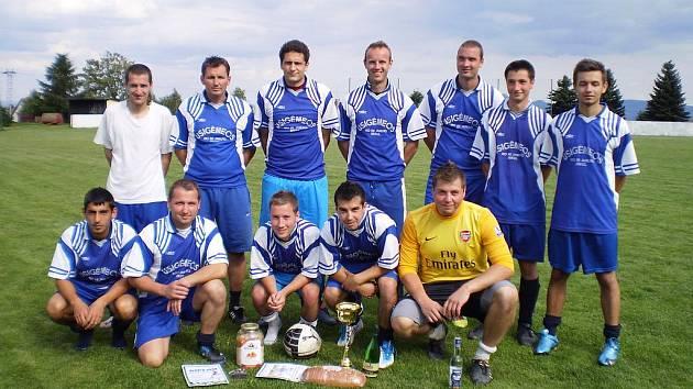 Vítězné mužstvo TJ Hrob A
