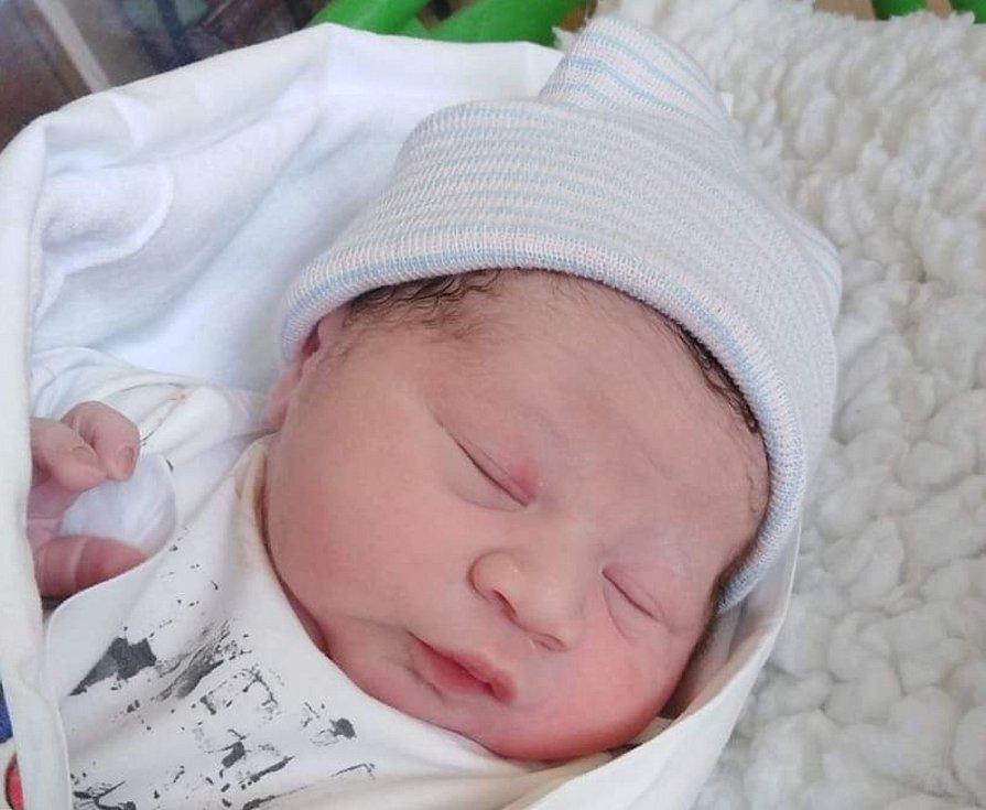 EliášFacunase narodil mamince Zuzaně Facunové v ústecké porodnici 27. ledna 2021 ve 12:03 hodin. Měřil  48 cm a vážil 2980 gramů.