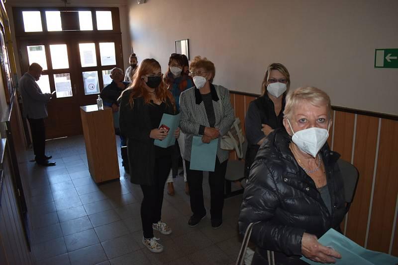 Volby na Teplicku, volební místnosti v Bystřanech.