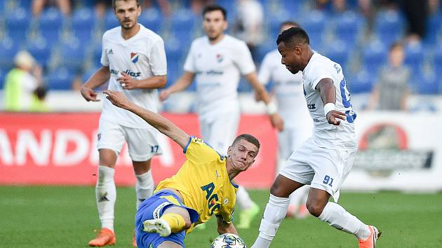 Utkání 3. kola první fotbalové ligy: FC Baník Ostrava - FK Teplice, 26. července 2019 v Ostravě. Na snímku (střed) Evgenii Nazarov a Dyjan Carlos De Azevedo.