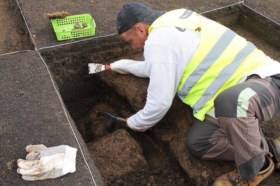Z archeologického průzkumu v Modlanech, v místech, kde vyroste nová obecní hasičárna.