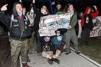 Demonstrace aktivistů před krupským Knaufem