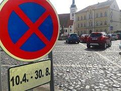 Omezení parkování v Bílině v souvislosti s revitalizací náměstí.