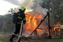 V Sobědruhách na Teplicku hořela zahradní chatka. Hasiči požár rychle zlikvidovali.