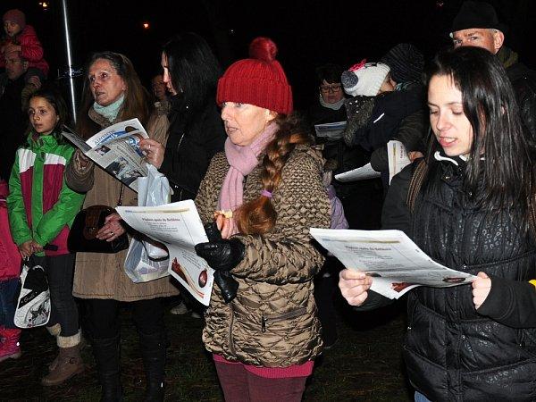 Česko zpívá koledy vTeplicích uZahradního domu