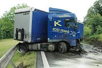 Nehoda kamionu při sjezdu do Bořislavi