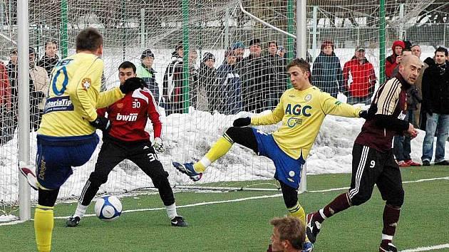 Přípravné utkání FK Teplice – Dukla Praha hrané v Teplicích na umělé trávě na Angeru.