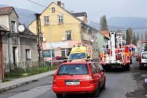 V Dlouhé ulici v Bohosudově (okres Teplice) zasahovali u požáru hasiči a záchranka.