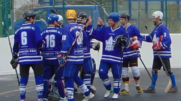 Perla Řetenice postoupila do semifinále play off okresní hokejbalové ligy přímo jako vítěz základní části.