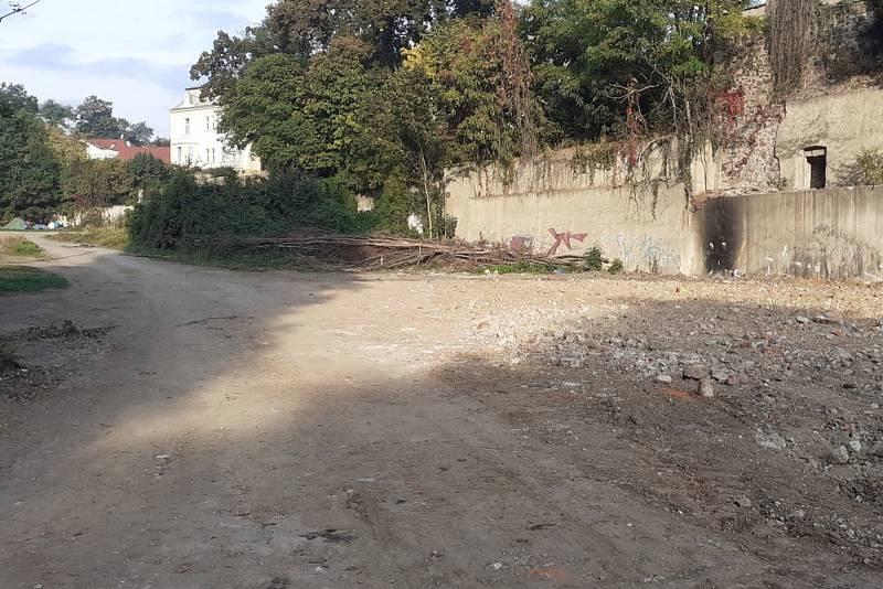 Mlýnská ulice po demolici ruiny.