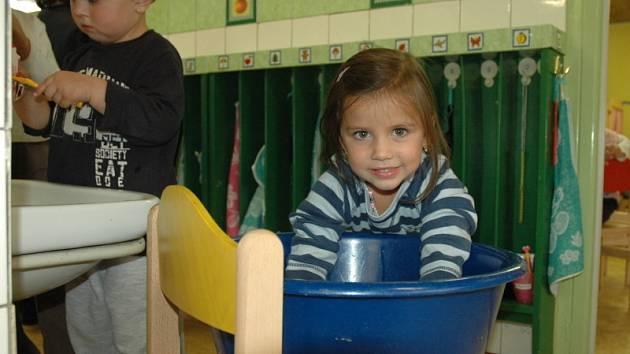 Děti z MŠ Fráni Šrámka dodržují hygienická opatření proti šíření žloutenky.