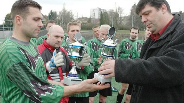 Předávání pohárů vítězům