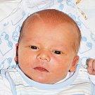 ADAM SCHAFFNER se narodil Kamile Hynkové z Dubí 27. října v 11.04 hod. v teplické porodnici. Měřil 51 cm a vážil 3,950 kg.