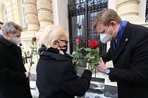 V Teplicích odhalili pamětní místo Jaroslava Kubery. S cigaretou