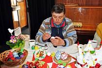 Výstava velikonočních a jarních dekorací pořádaná Dámským klubem v prostorách kina Lípa v Duchcově.