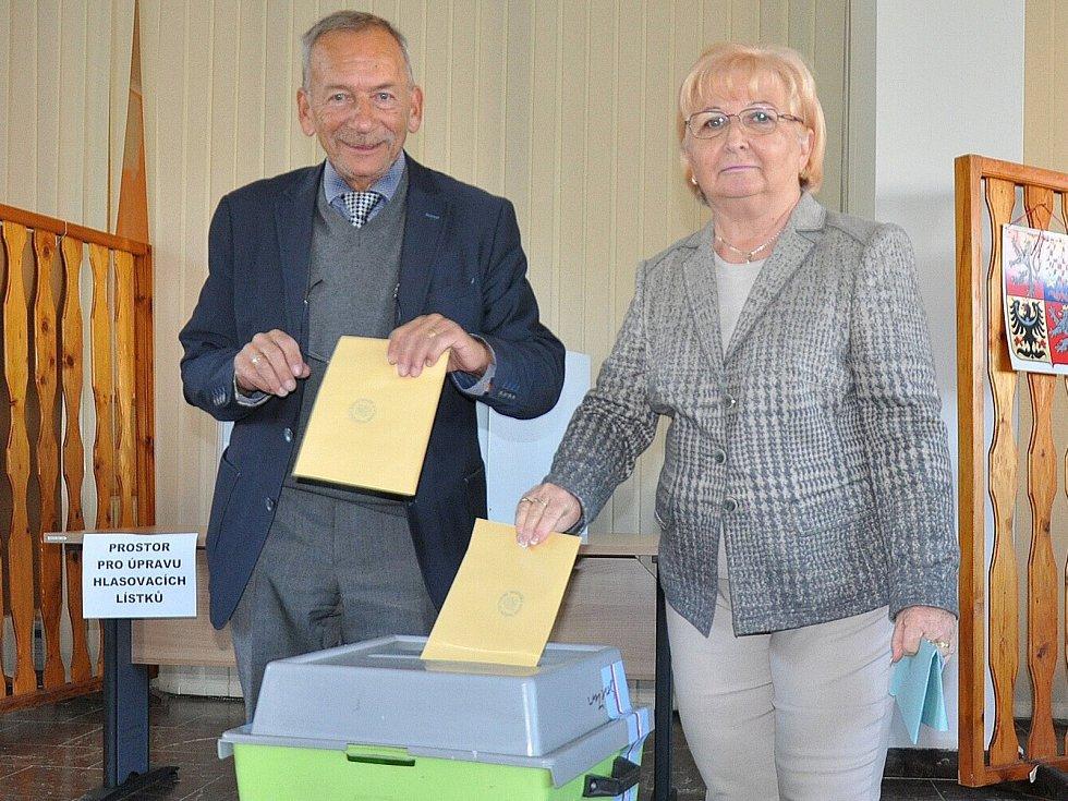 1. den komunálních a senátních voleb 2018 na Teplicku, primátorský pár Jaroslav a Věra Kuberovi