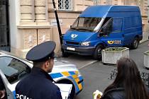 Pokus o krádež poštovního vozidla v Teplicích.