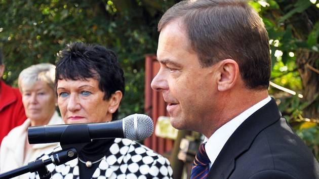 Starosta Dubí Petr Pípal a viceprezidentka Bavorského zemského sněmu Inge Aures.
