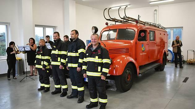 Slavnostní otevření hasičské zbrojnice dobrovolných hasičů v Modlanech.
