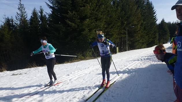 Viktorka Vágnerová předjíždí soupeřku