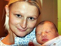 Mamince Simoně Jindrové z Hrobu se 18. listopadu v 9.49 hod. v teplické porodnici narodila dcera Adéla Jindrová. Měřila 48 cm a vážila 3,15 kg.
