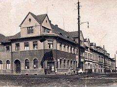Lidový dům byl v Ledvicích dostavěný v roce 1926.
