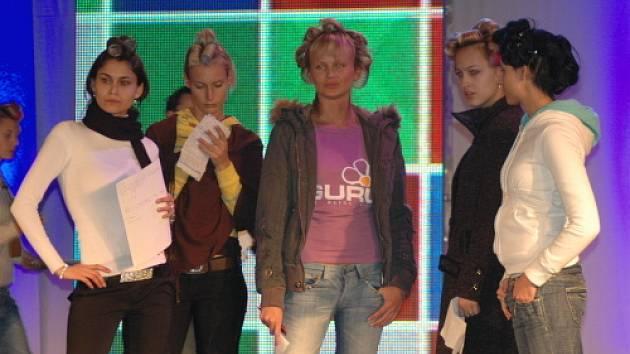 Zkouška na večerní Fashion show
