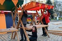 Příprava na vánoční trhy v Teplicích