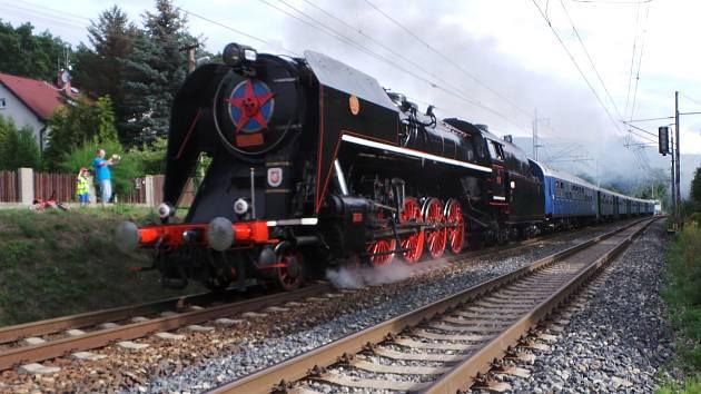 Místo parní Šlechtičny bude v čele Císařského vlaku letos dieselový Brejlovec. Změnu si vynutilo zvýšené riziko požáru.