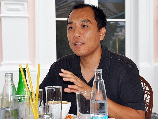 Novinář Ren Peng, který v Čechách používá jméno Vojta, je korespondentem listu Guang Ming Daily.