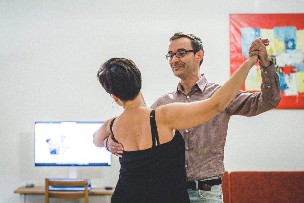 Online tančírna manželů Mackových.