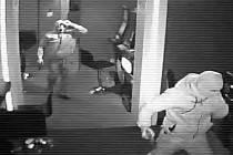 Ve čtvrtek 17. listopadu kolem 5:55 hodin došlo v Teplicích, ul. 28. října k loupežnému přepadení herny.