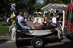 Živá hudba v ulicích, hudebníci z Doubravanky zahráli z mobilního pódia na vozíku lidem v Teplicích
