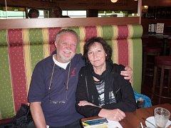 KAREL ŠTOLBA A MARTA KUBIŠOVÁ v roce 2010 na letišti před odletem na jediný koncert do New Yorku.