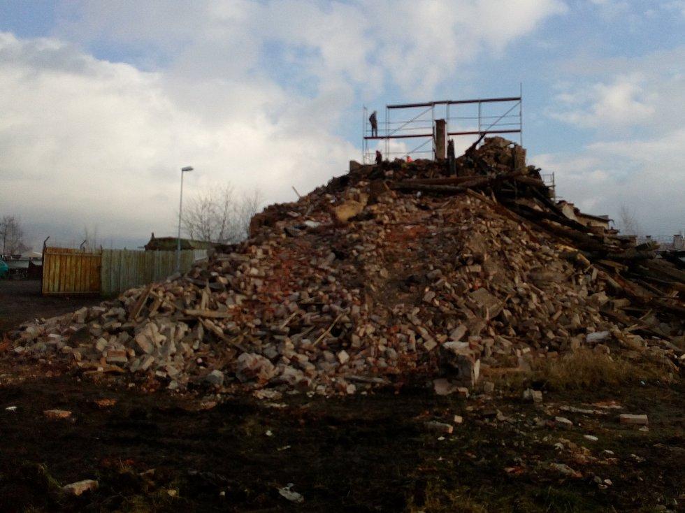 Demolice ruiny v Zemské ulici v Teplicích.