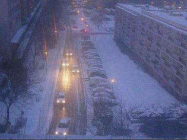 Kolaps na namrzlé silnici v Zelené ulici v Teplicích