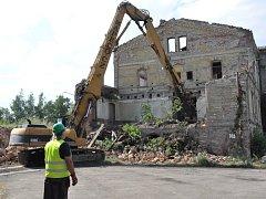 Ruiny historického nádraží v Duchcově jdou k zemi