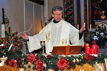 Půlnoční mše svatá v kostele sv. Apolináře v Modlanech