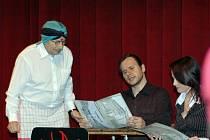 Divadelní hra, v níž Jaroslav Kubera ztvárnil číšníka v indické restaurac