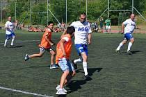 Strážníci si zahráli fotbal s dětmi ze ZŠ Plynárenská Teplice.