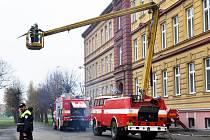 Hasiči nacvičovali evakuaci školních dětí v Duchcově