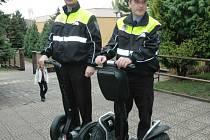 Bílinští strážníci na vozítkách segway