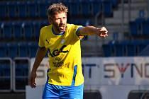 JAN REZEK se stal ve věku  39 let, 4 měsíce a 27 dnů nejstarším hráčem Teplic, který kdy v jejich historii nastoupil do ligového zápasu. V rámci samostatné nejvyšší tuzemské soutěže na čtvrté příčce přeskočil Pavla Horvátha.