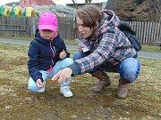 Velikonoční honba za zajíčkovým pokladem proběhla v neděli odpoledne u rybníka v Proboštově.