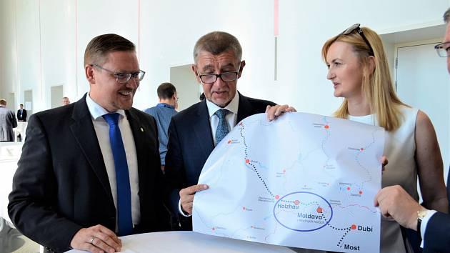 Diskuse na téma znovupropojení Moldavské a Freiberské dráhy v Drážďanech. Vpravo generální konzulka ČR v Drážďanech JUDr. Markéta Meissnerová.